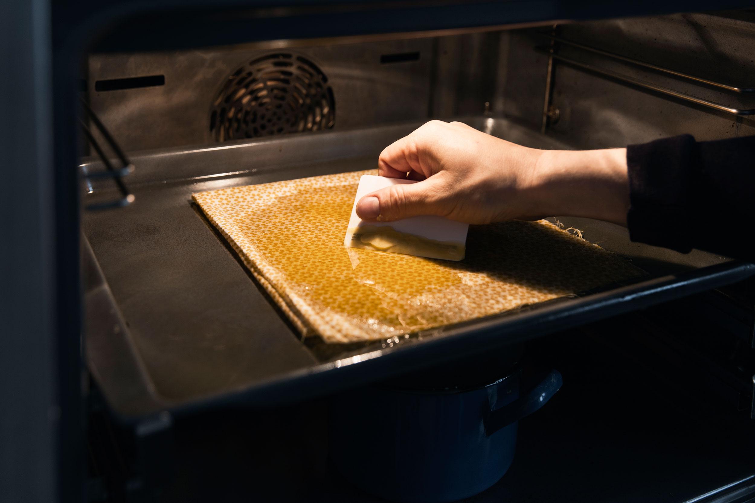 Bienenwachstuch im Ofen herstellen