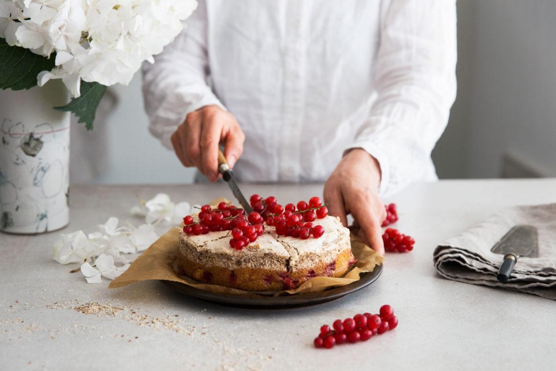 Johannisbeer-Kuchen mit Haselnussbaiser