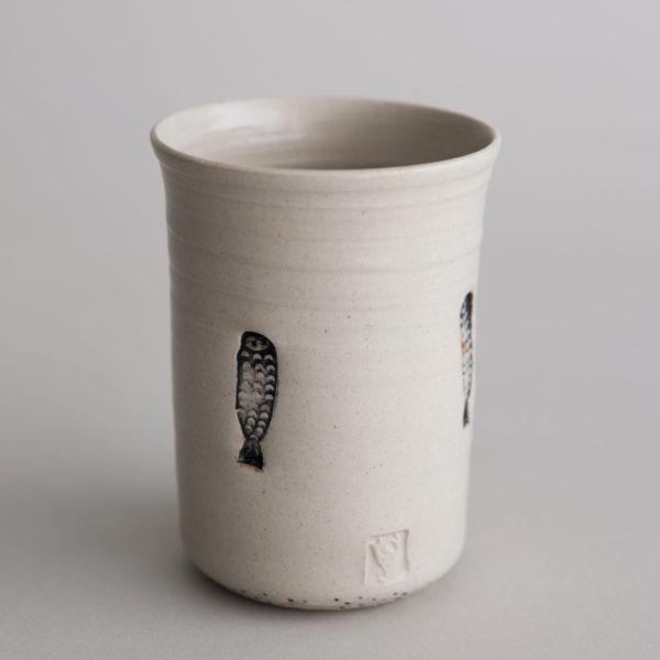 Handgemachter Keramik Becher mit Fischmuster